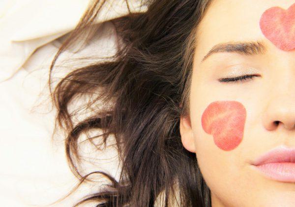 """איך לשמור על טיפוח עור הפנים גם כשנמצאים בחו""""ל?"""